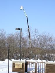 高所作業車を使った冬の行動追跡