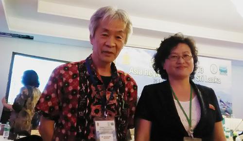 呉地正行さん(左)と北朝鮮のRi Kyong Simさん(右)