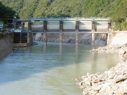 瀬戸石ダムが障害物となり水害を拡大させた